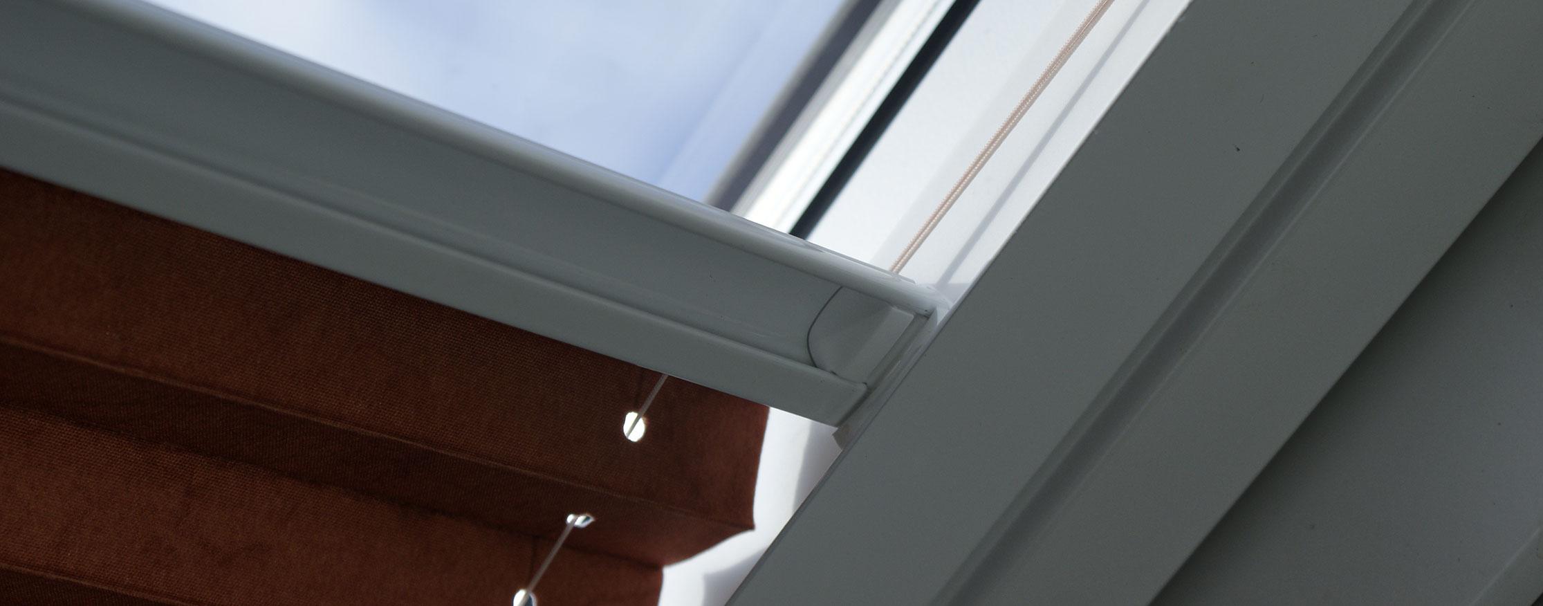 dachfenster plissee finest klemmrollo dachfenster plissee ohne bohren fa r dachfenster. Black Bedroom Furniture Sets. Home Design Ideas
